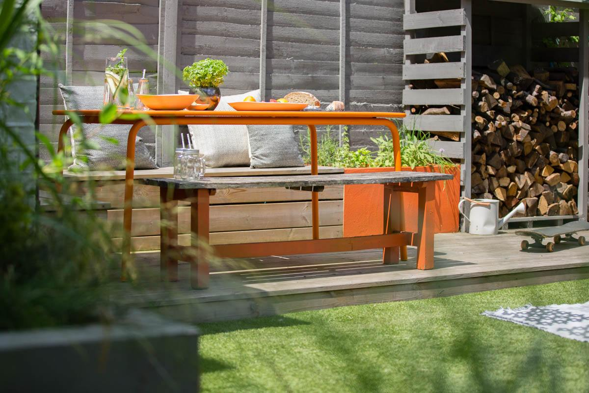 Creating a family space with wide board decking